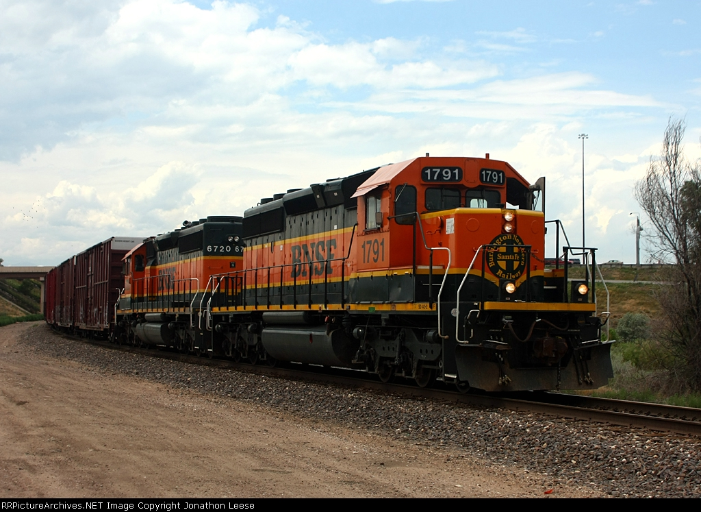 A pair of BNSF SD40-2's lead a freight on the Front Range Sub.
