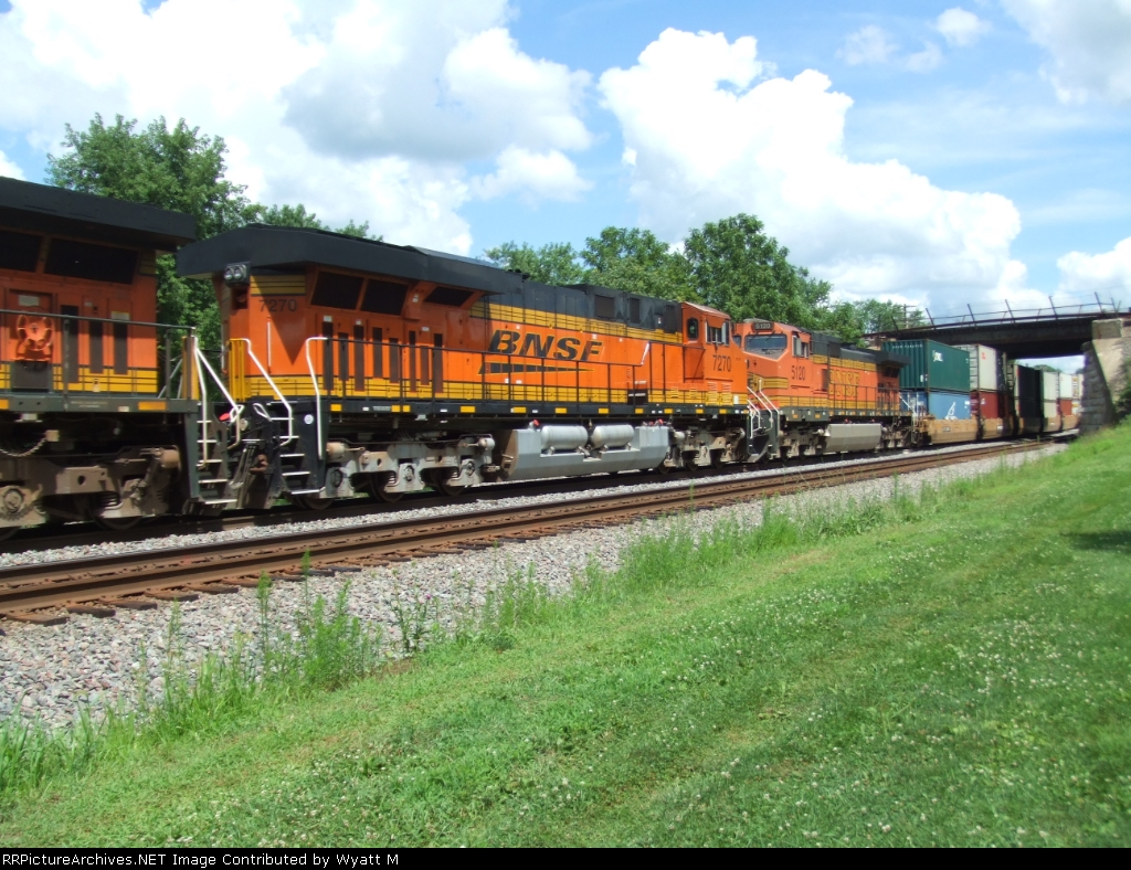 BNSF 7270 and 5120