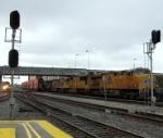 UP 7864 on the KOAMN meets Amtrak 526