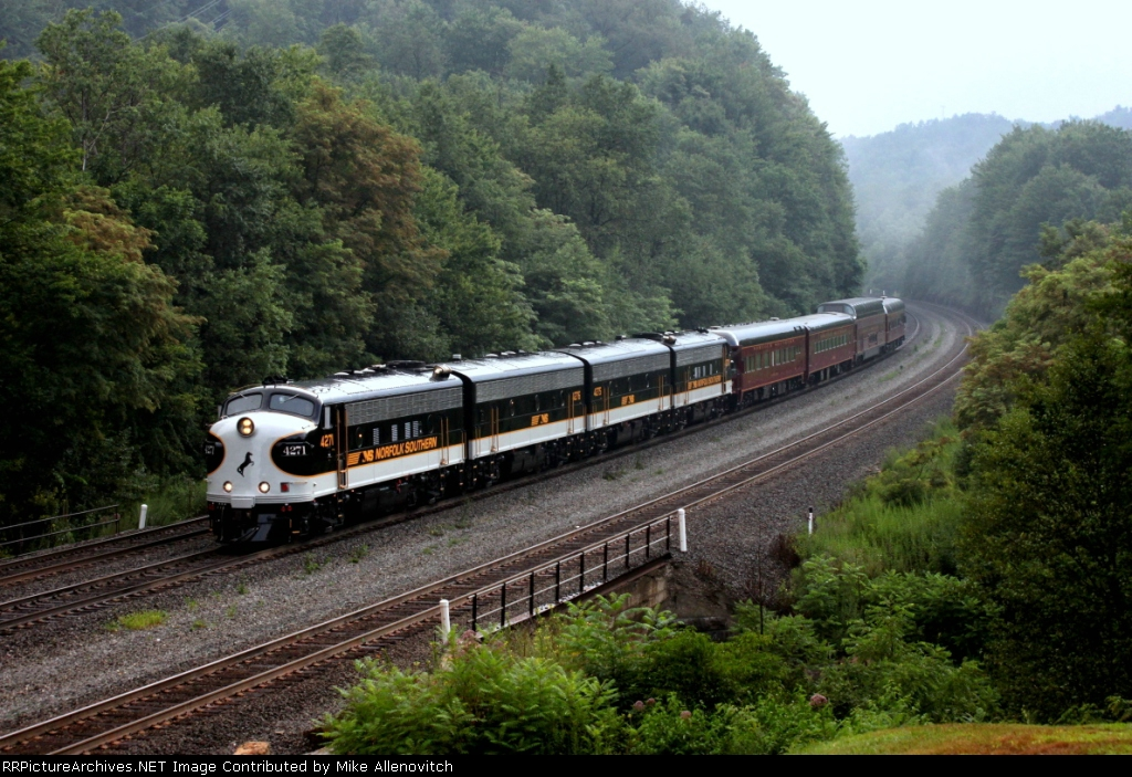 NS OCS rounding the curve at Cassandra, PA