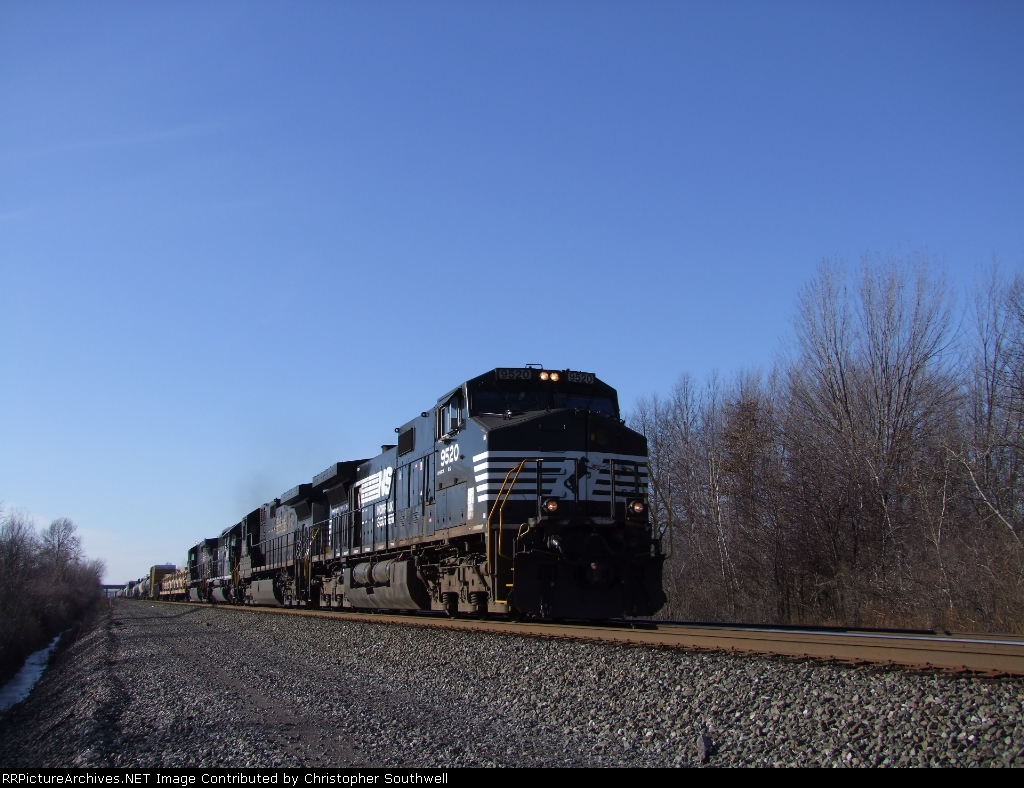 NS 9520 eastbound