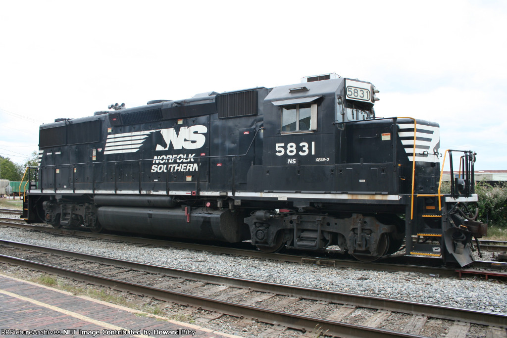 NS 5831 takes a lunch break
