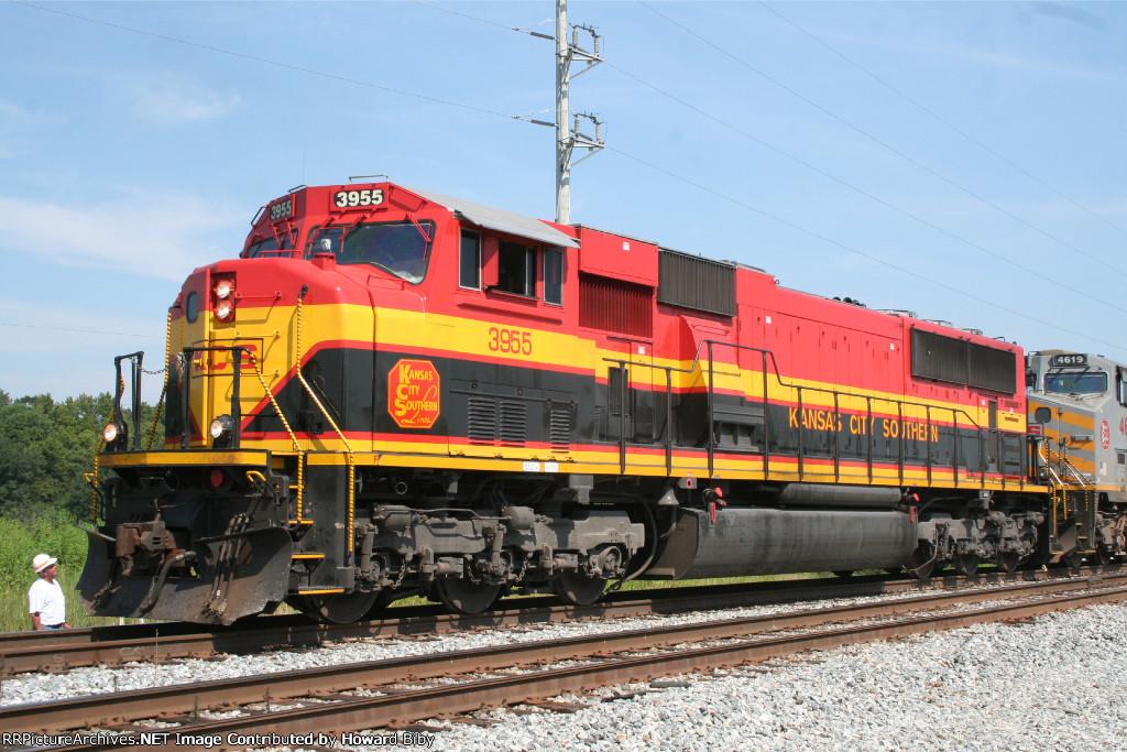 KCS 3955 leading NS 219