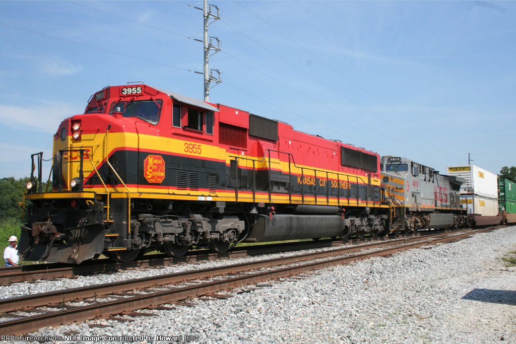KCS 3955 stopped after going into emergency with NS 219