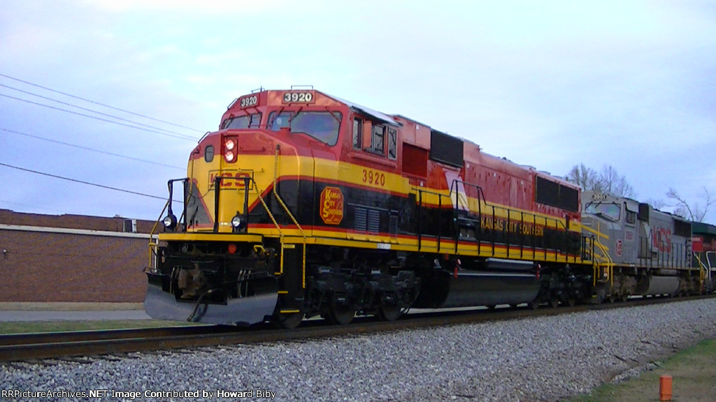 KCS 3920 waits at MP 195 on the point of NS 339