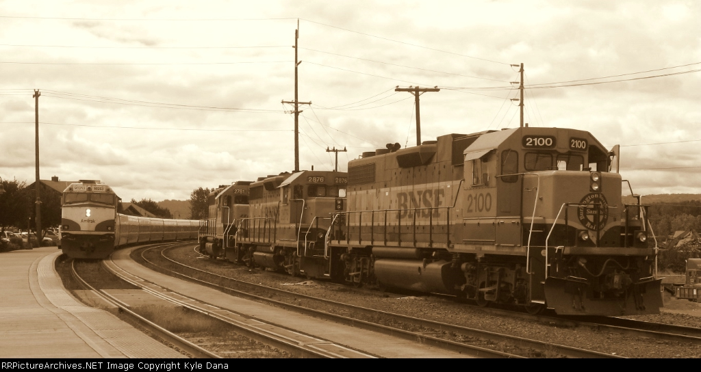 Amtrak 506 meets BNSF 2100