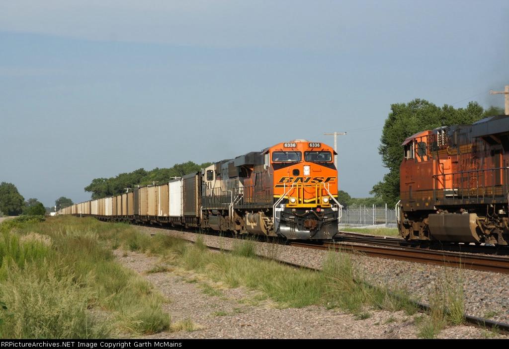 BNSF 6336 West meets BNSF 5910 East