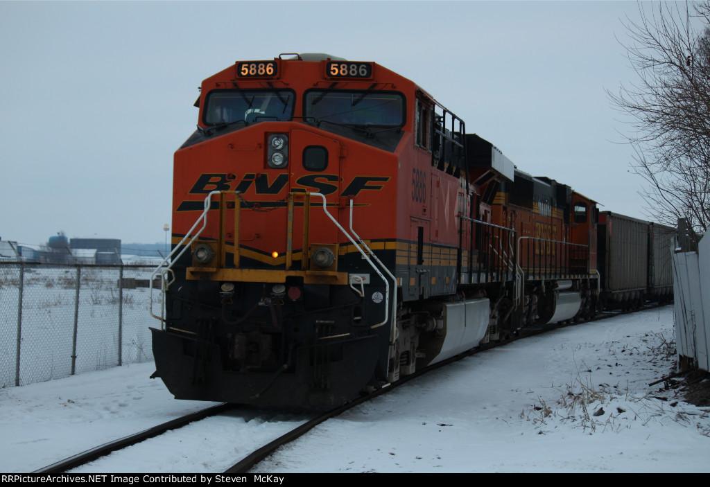 BNSF 5886