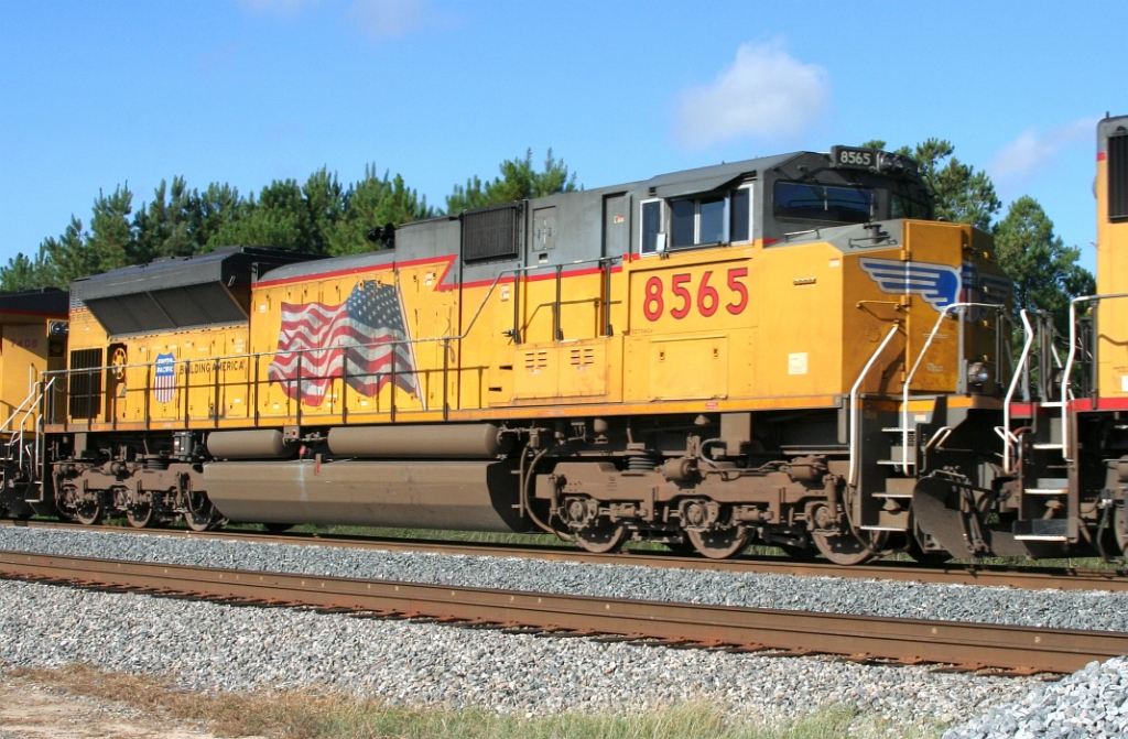 UP 8565 on X223