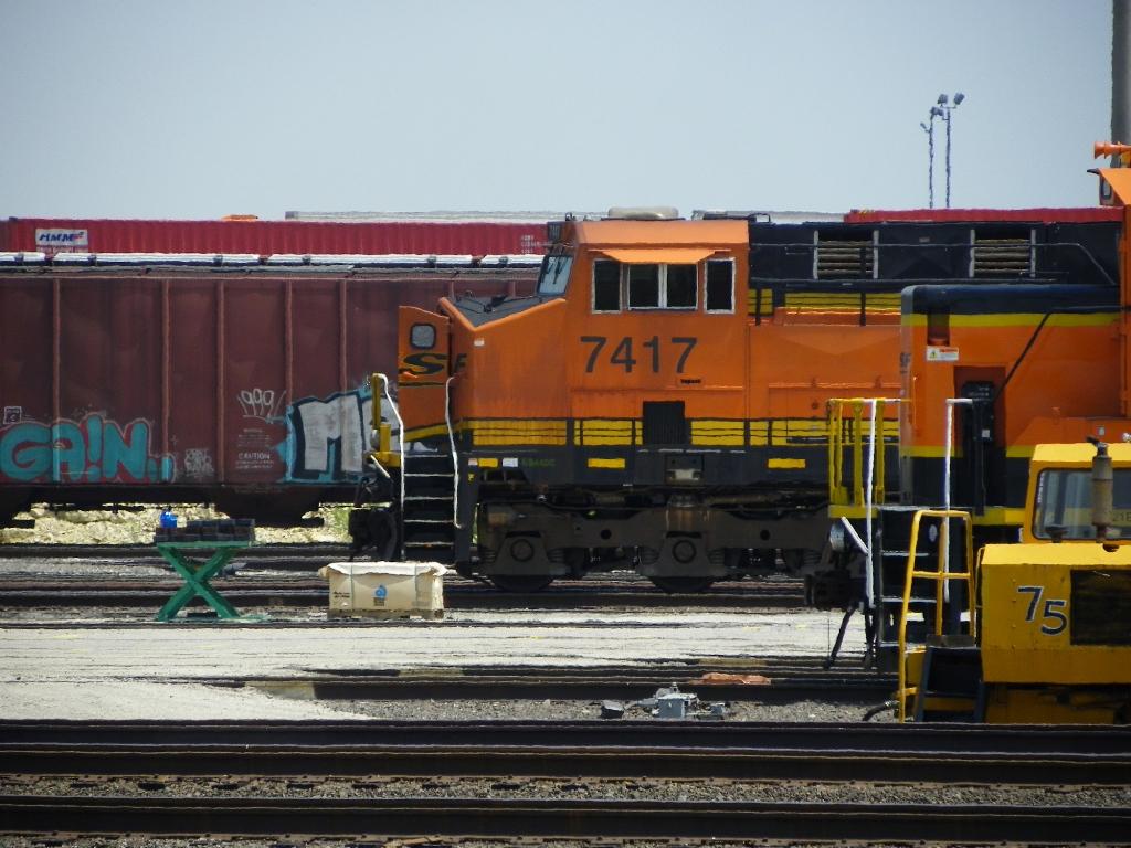 BNSF ES44DC 7417