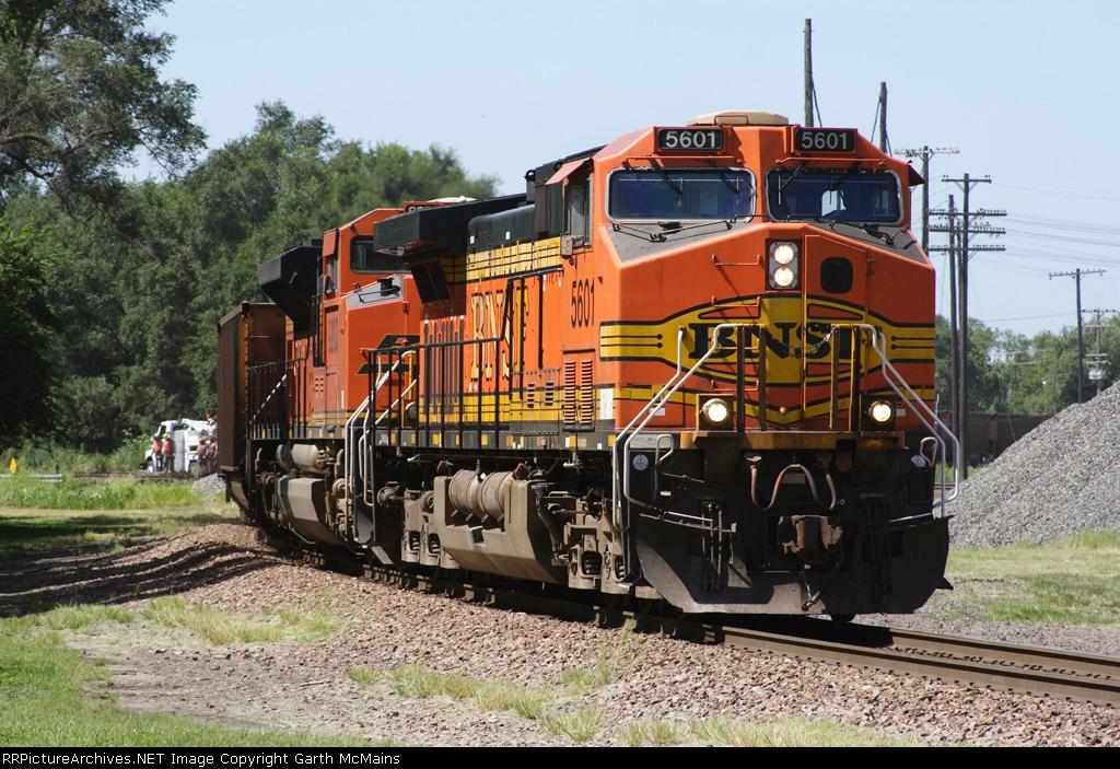 BNSF 5601 South