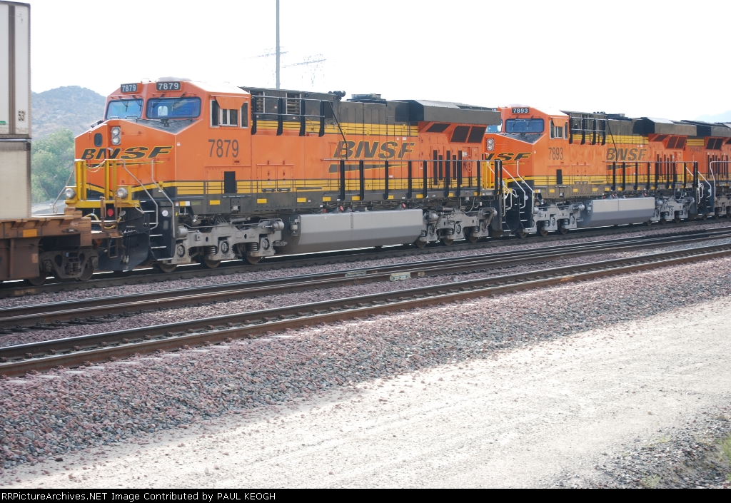BNSF 7879 and BNSF 7893 roll eastbound pushing a Z-Train east as the #4 and #3 units.
