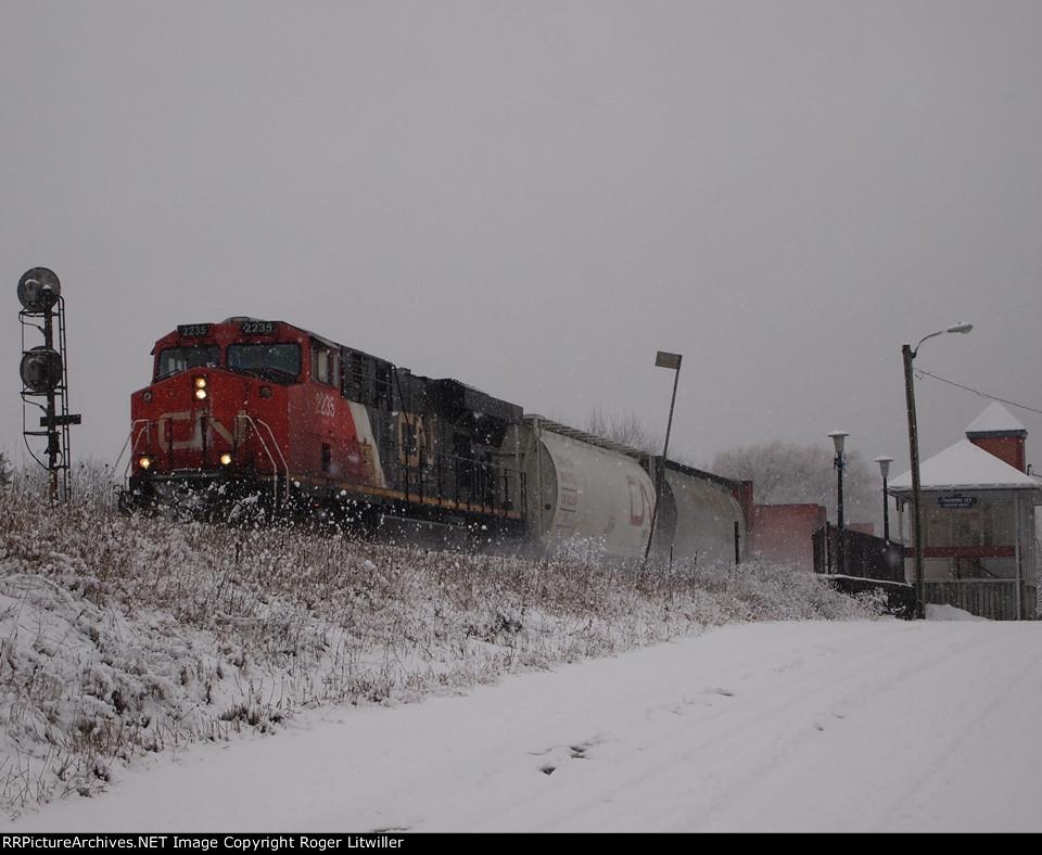 CN 2235