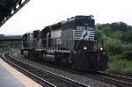 Freight engines between VRE moves