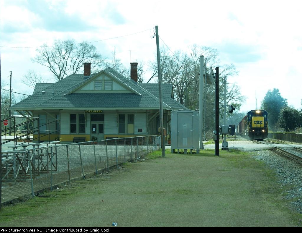 CSXT 7536 passing depot