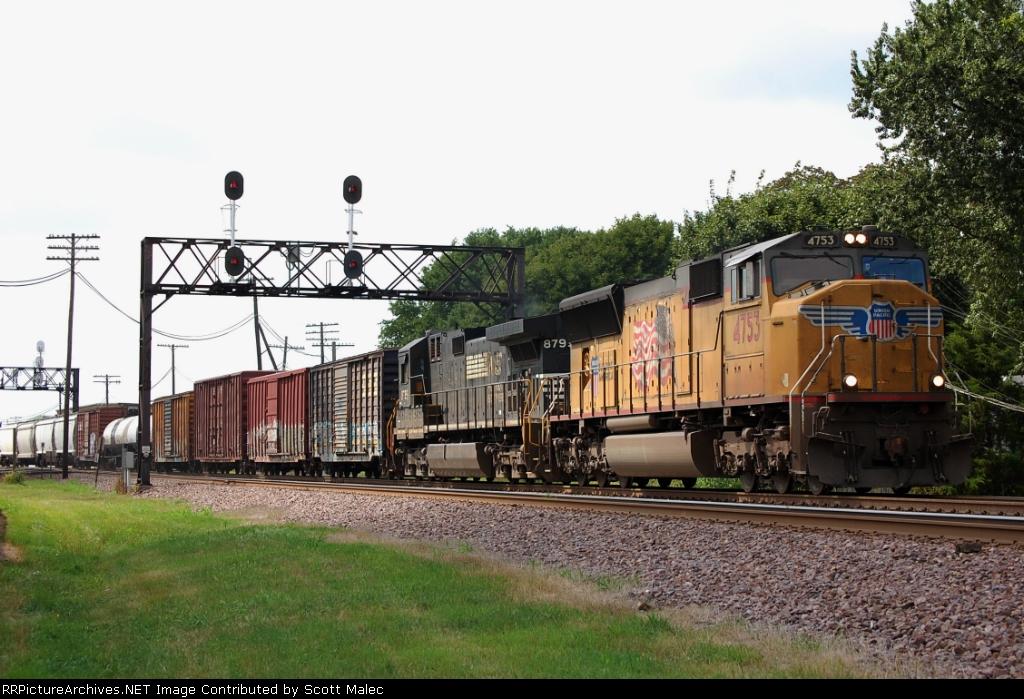 UP 4753 & NS 8795