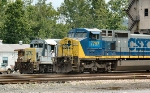 Engineer from CSX 781 boards to take it Westbound
