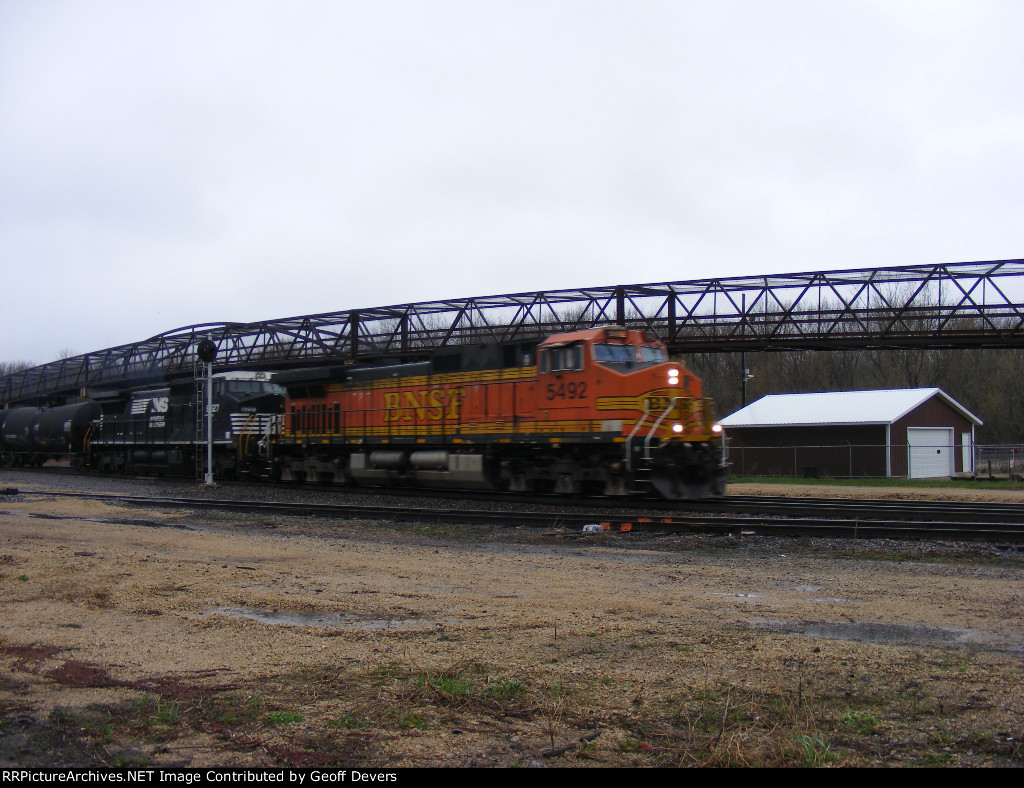 BNSF 5492