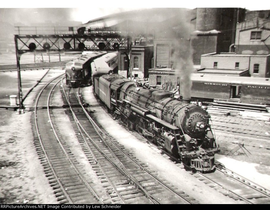 NYC 5399 heads east from Unon Station with the Knickerbocker
