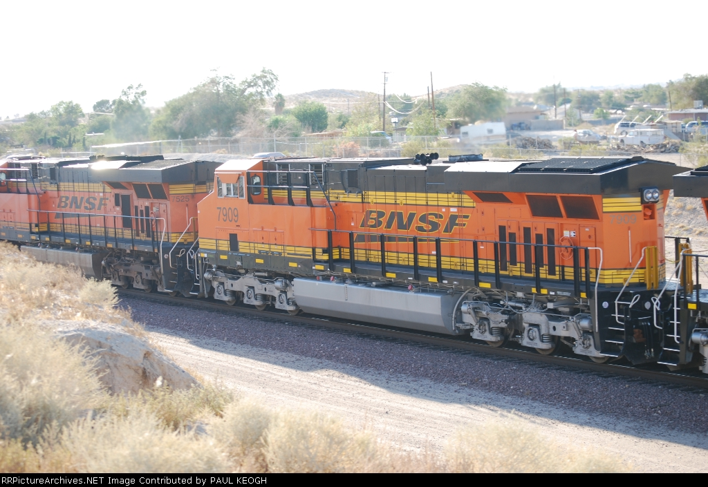 BNSF 7909 passes me by as she heads westbound with BNSF 7525 ahead of her.