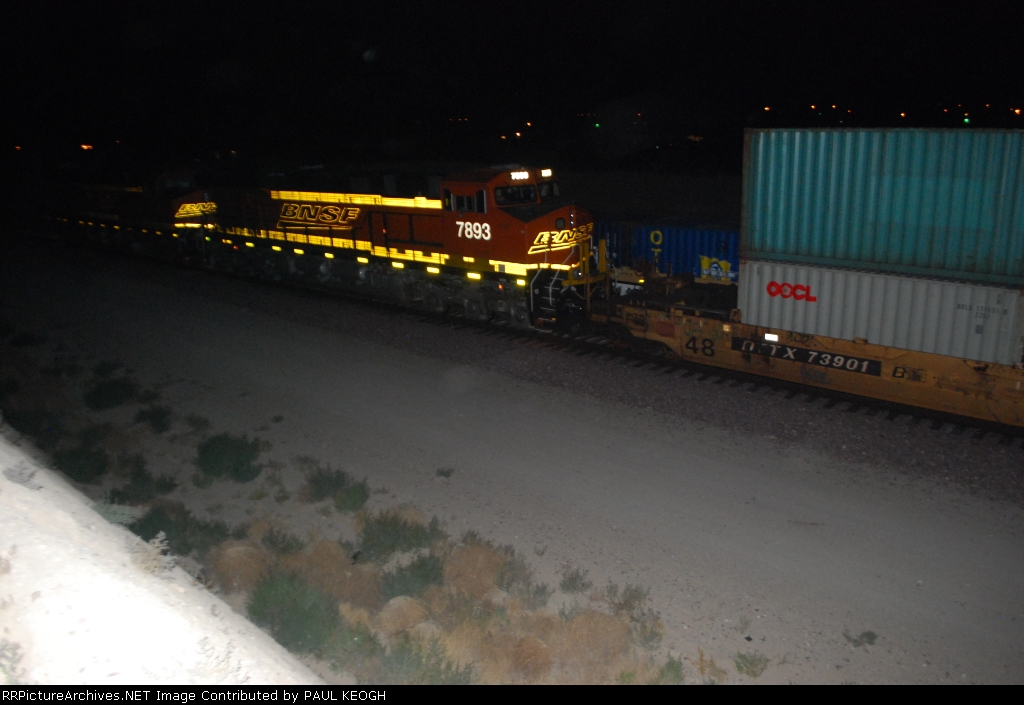 BNSF 7893 starts to pull east as the container cars from BNSF 7903 roll west by her.