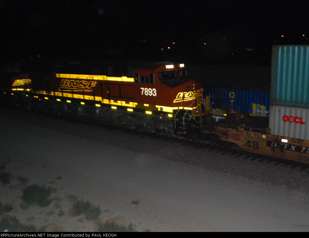 BNSF 7893 heads east as another westbound Z led by BNSF 7903 passes by on Main 1.