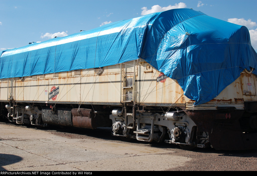 CNW 401 Covered w/ Tarp