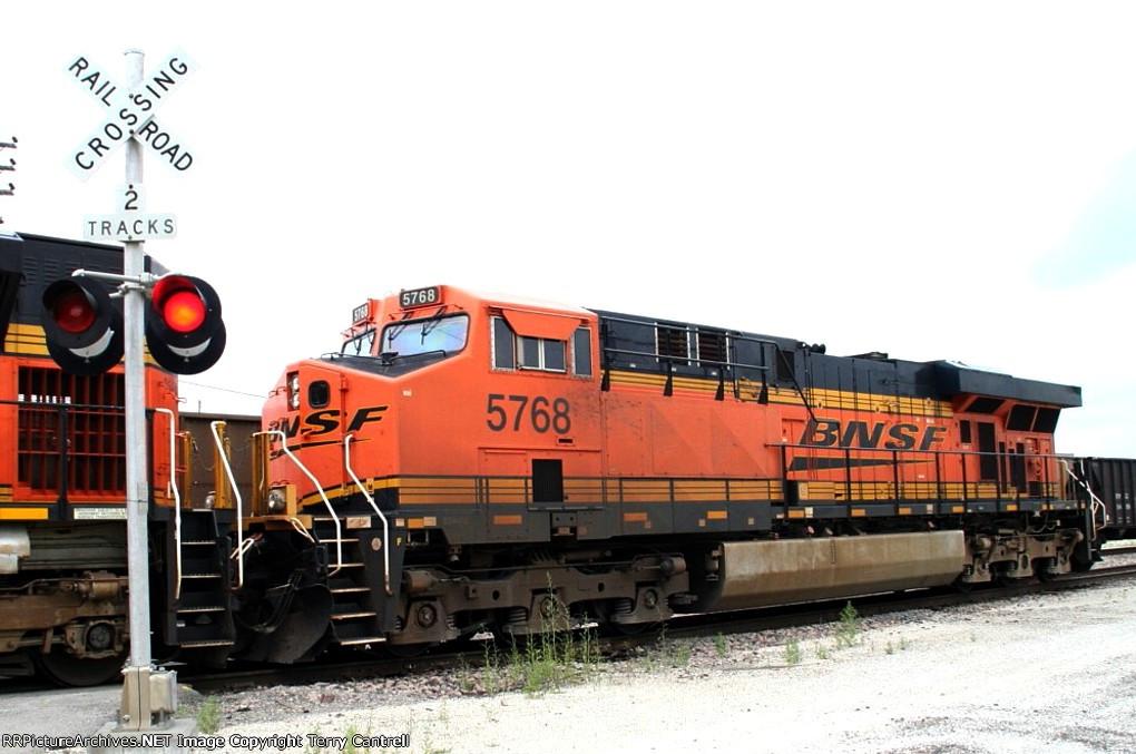 BNSF 5768