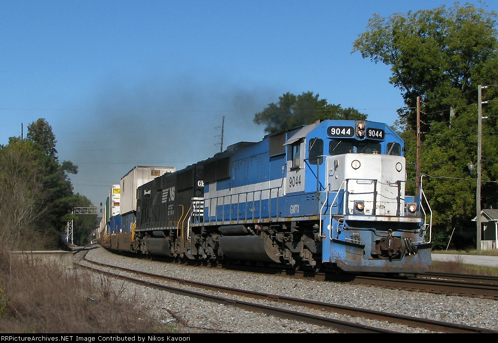 GMTX 9044 smoking it up through Austell with NS 295