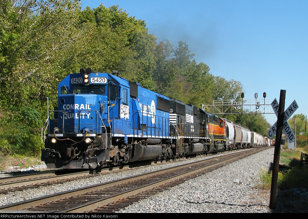 Rainbow SD lashup leads 119 south off the Piedmont at Mecaslin St.