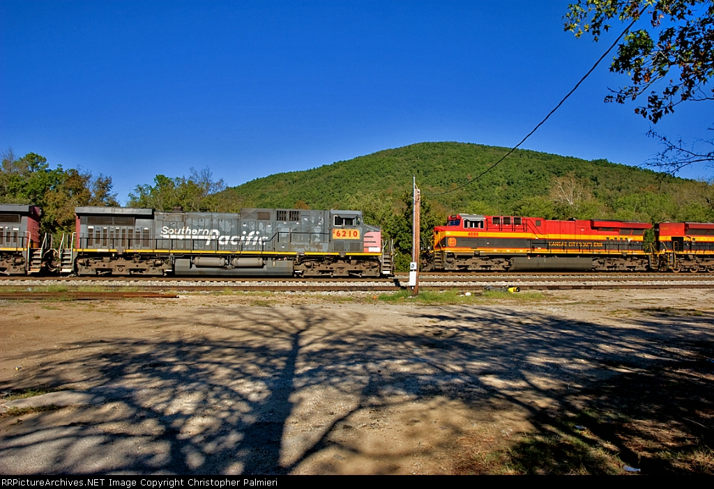 UP 6210 and KCS 4689