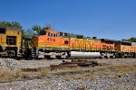 BNSF 4518 on UP MNPFW-28