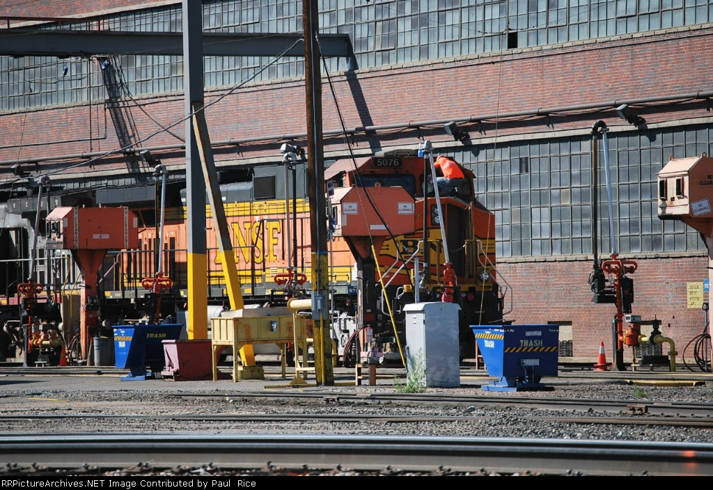 BNSF 5076 Fueling And Inspection