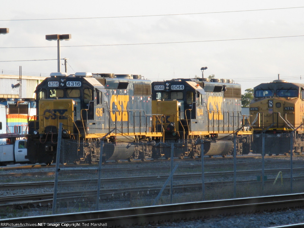 CSXT 4316, CSXT 6044 and UP 6576