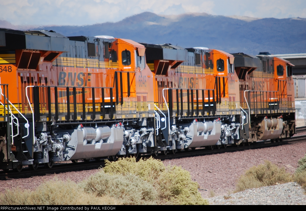 BNSF 6648 and BNSF 6650 pass me by as they roll eastbound with a Z Train.