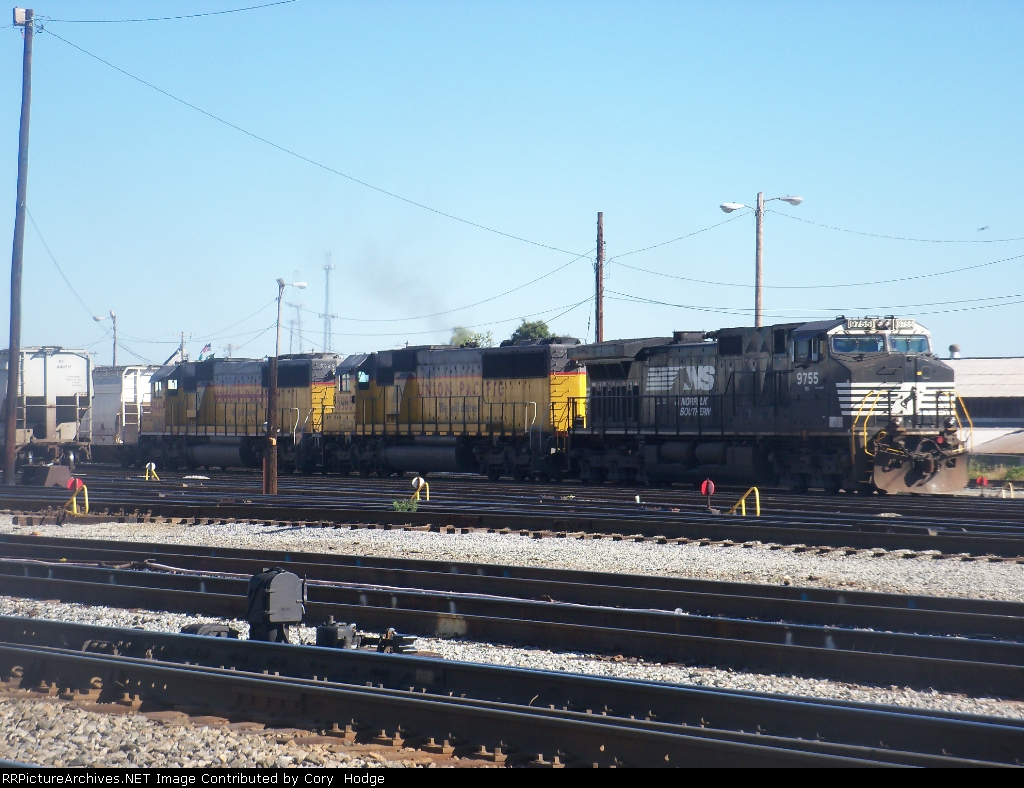 NS 52W with HLCX (ex-UP) leasers