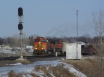 BNSF 4023 Passes a Signal Shed