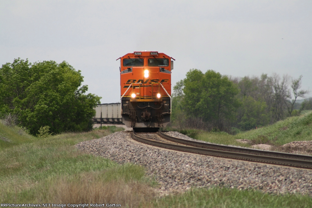 BNSF 9268 on the Approach