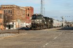 UP SB freight negociating the street running