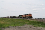 BNSF 6885 on the Point of an Eastbound Manifest