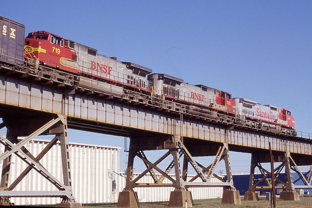BNSF freight on final approach for East Bridge tower