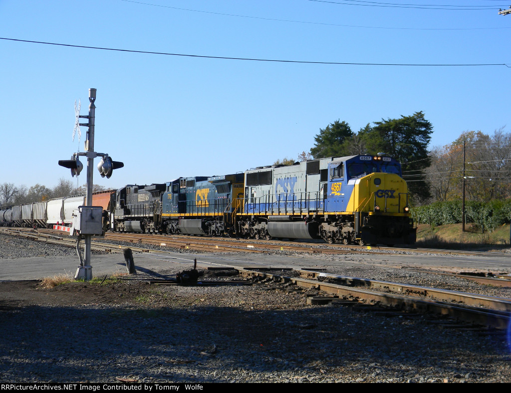 CSX 4567 Leads a Manifest North fallowed by a CSX C40-8W and a NS unit