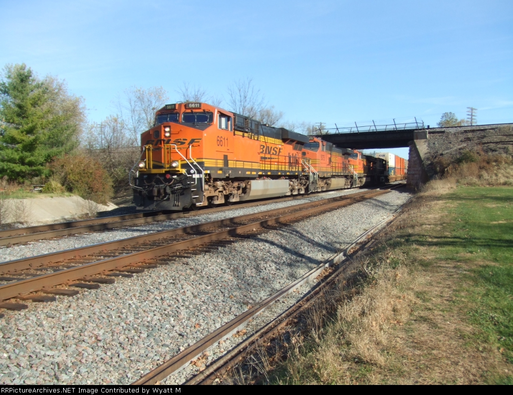 BNSF 6611 and 5075