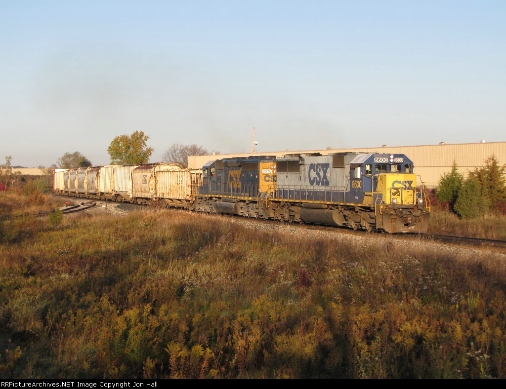 CSX 8600 & 8076 roll east with Q334 under the low morning sunshine