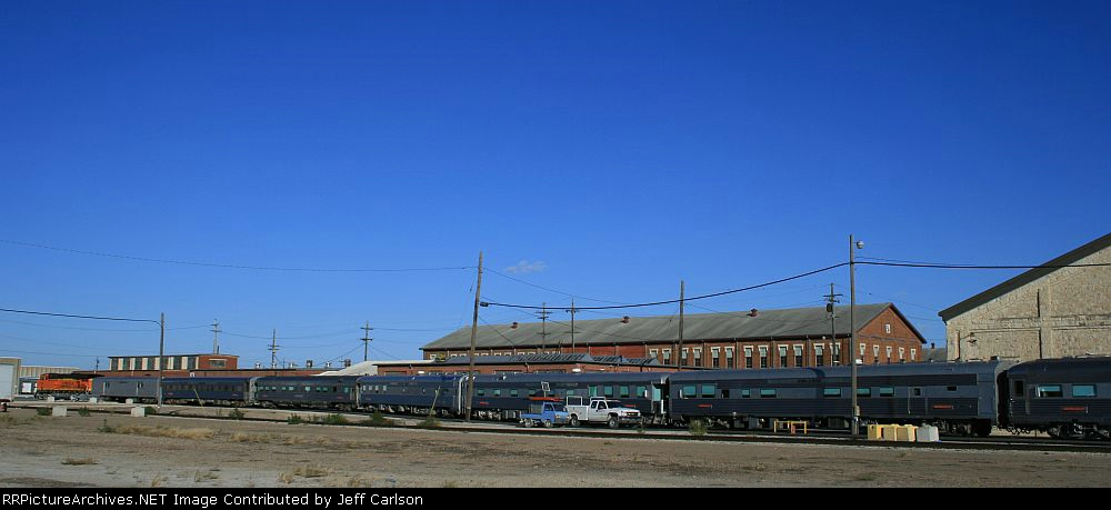 BNSF 7606 and its Office Cars