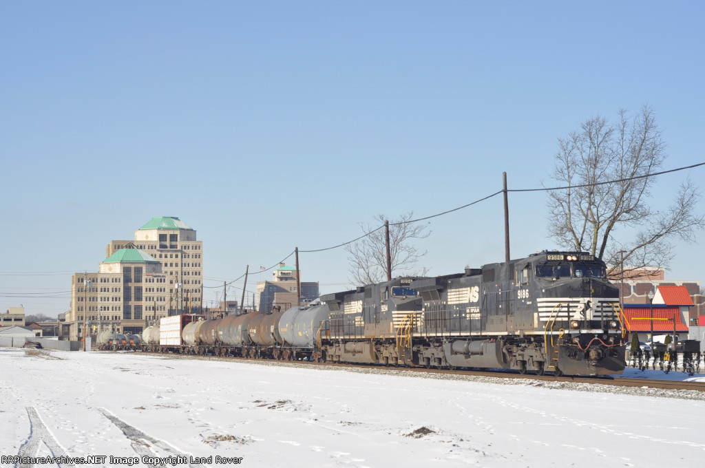 NS 9186 On NS 175 Eastbound