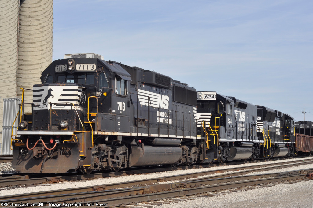 NS 7113 On A Local In The Yard