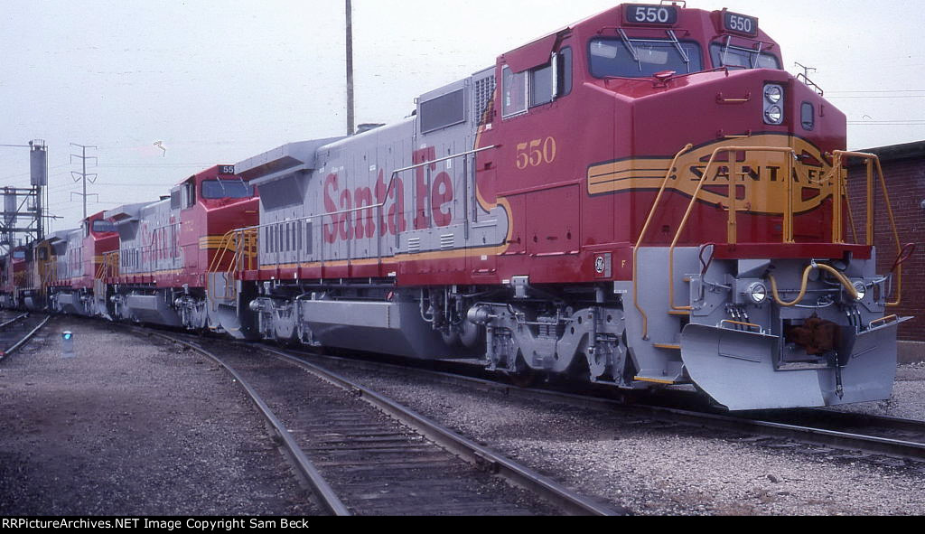 ATSF 550, 552, and 556--New B40-8Ws