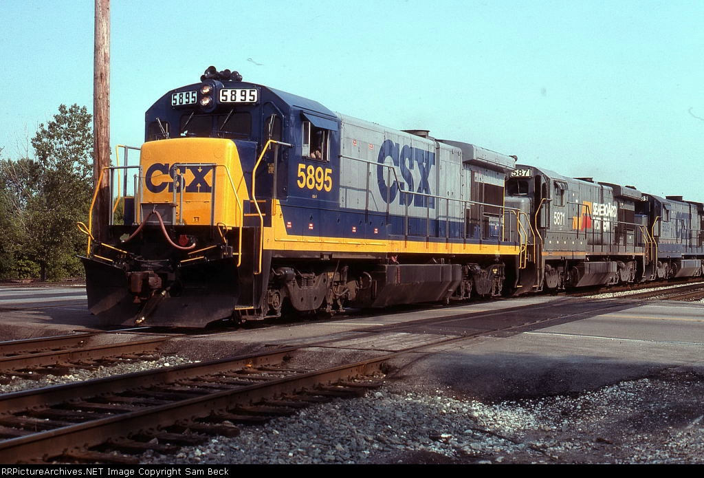 CSX 5895, 5871, and 5839