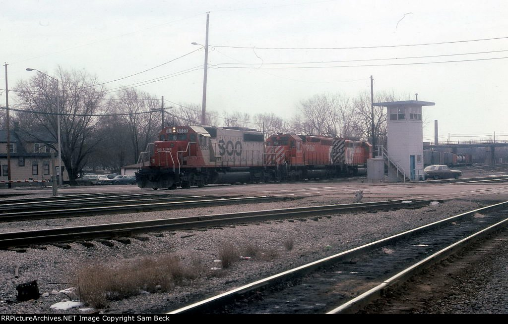 SOO 6623, CP 5564, and 5698 on #501